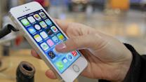 Apple fans line up for new iPhone 5S & 5C