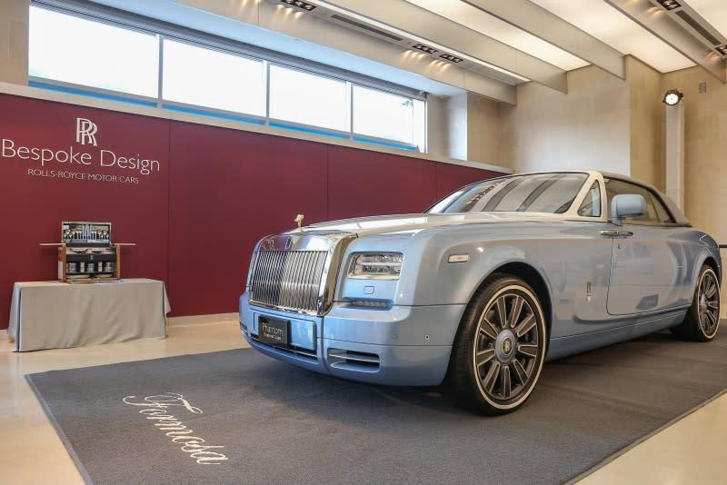 ▲此輛The Blue Magpie Phantom Drophead Coupé採用Rolls-Royce旗下Bespoke最高等級的One-Offs,不僅全球唯一,身價更高達新台幣6,688萬。