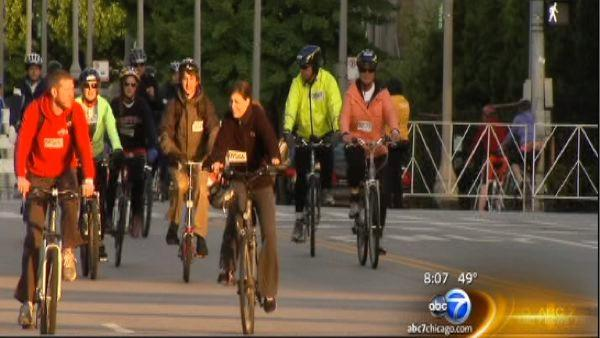 Lake Shore Drive closed temporarily as 20,000 Bike the Drive