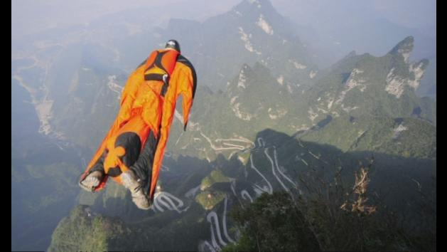 Video: Wingsuit flyer Victor Kovats's final flight