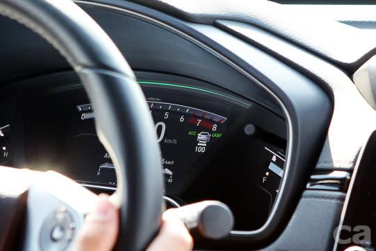 ACC與LKAS燈號提示清晰,車距設定也相當直覺,不過僅提供英文介面。