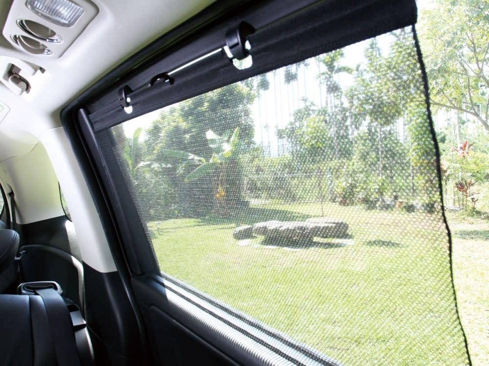 後窗遮陽簾的配置,無疑是私家七人座艙的標準配備。