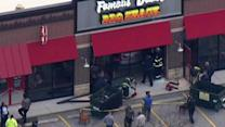 Car crashes into Famous Dave's restaurant in Evergreen Park