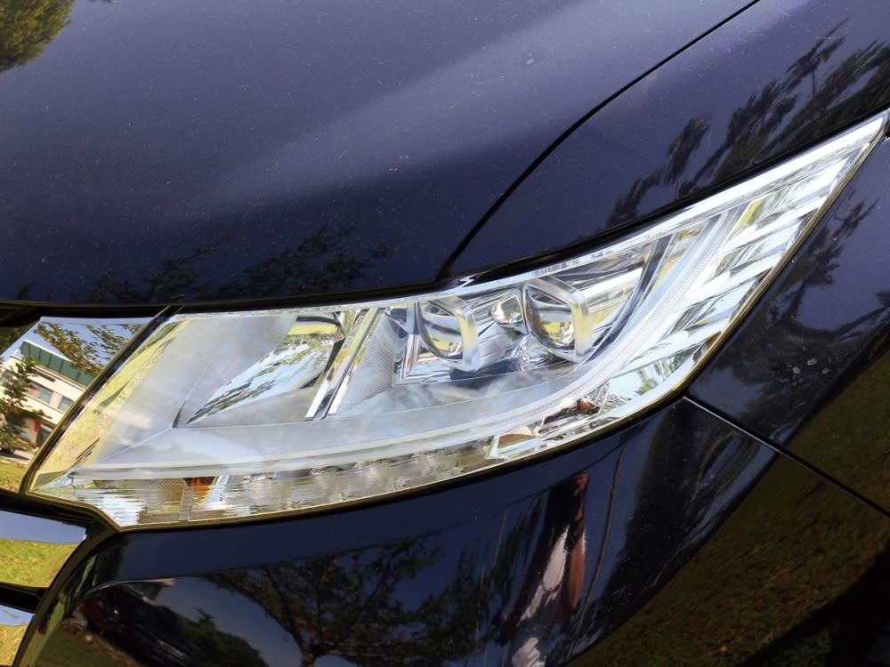 LED頭燈組結合ACL主動式轉向輔助燈,減少因轉向時造成的視線死角。