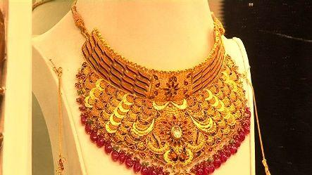 Gold falls to Rs 30,832, down Rs 224