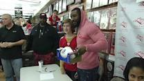 NaVorro Bowman signs autographs in Burlingame