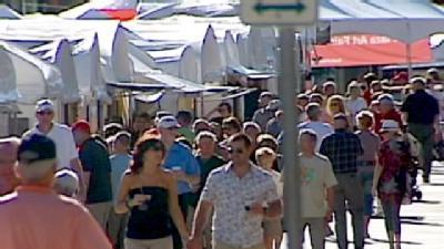 Crowds Pack Plaza For Annual Art Fair