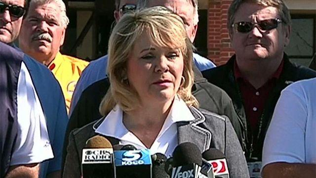 Okla. Gov. Mary Fallin tours aftermath of latest tornadoes