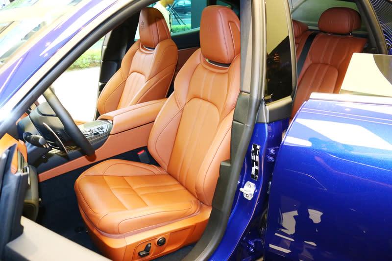 2018年式Levante全車系雙前座椅均導入12向電動調整功能。