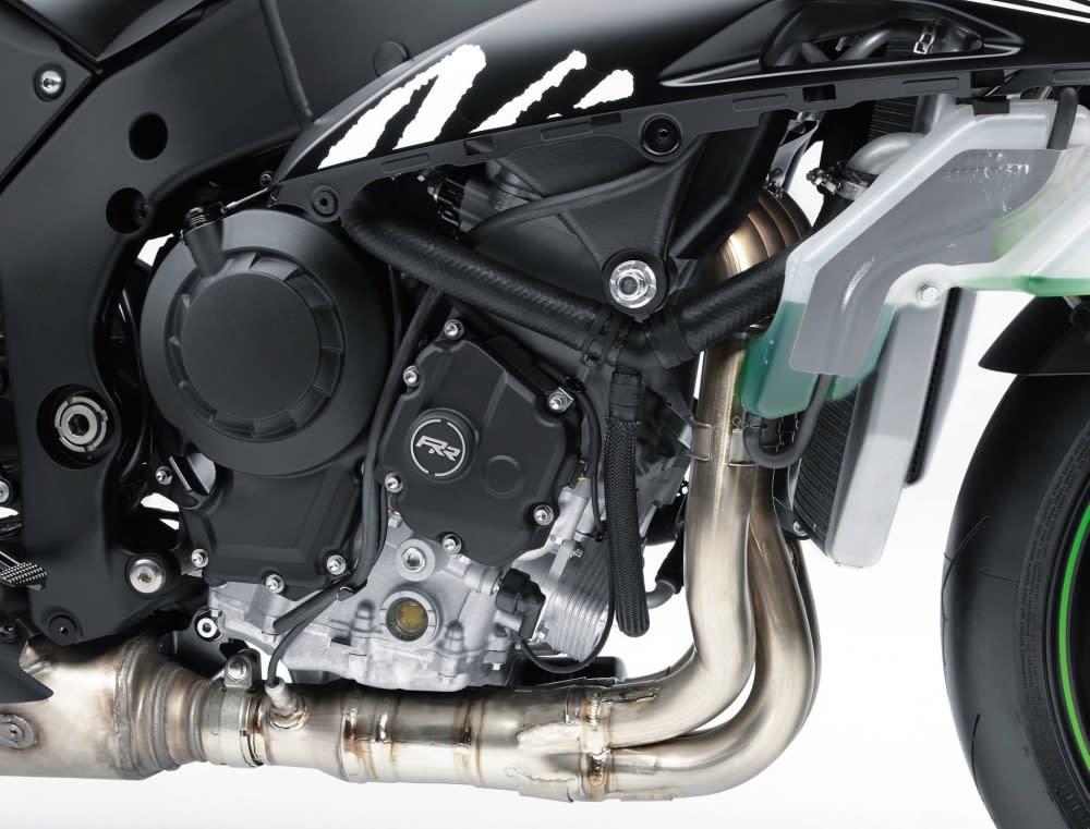 引擎側邊還刻上RR 的logo。