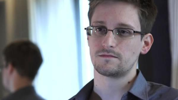 Report: NSA contract worker is surveillance source
