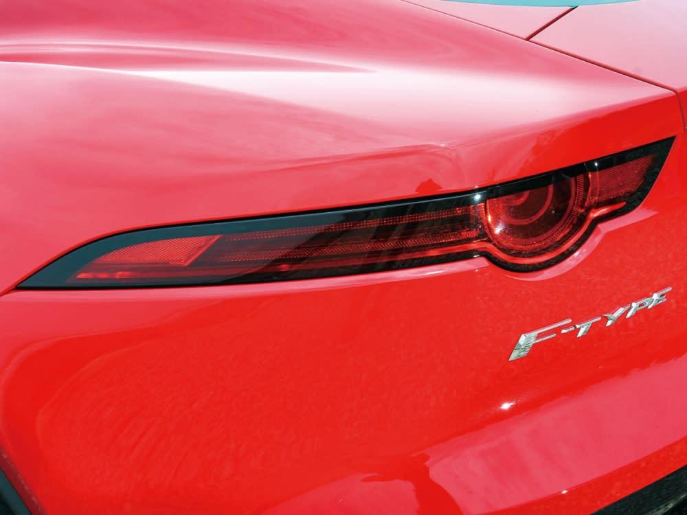 細長的車尾燈組,也成了Jaguar的視覺佐證。