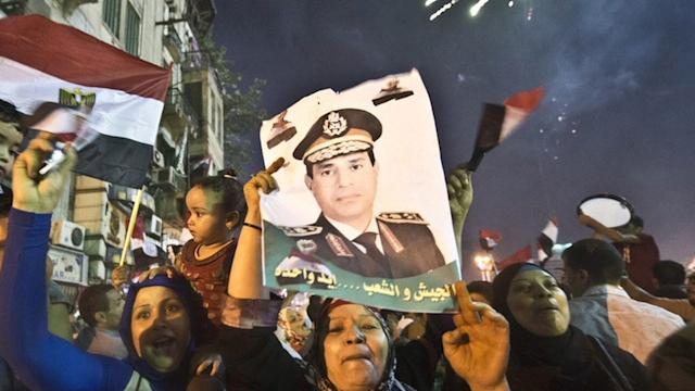 EGYPT'S GOVERNMENT RESIGNS