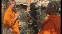 Thai monks deliver aid to Nepal village