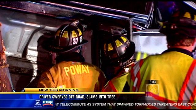 Driver dies after hitting tree in Poway