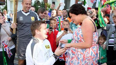 Olympic torch bearer proposes to girlfriend