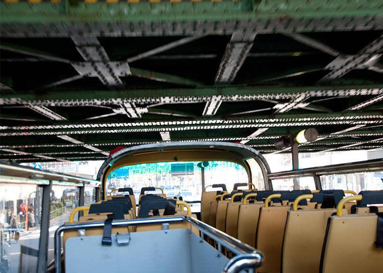 這條路線可說是給人最有壓迫感的,感覺只要伸手就能碰觸到電車上頭的高架呢!