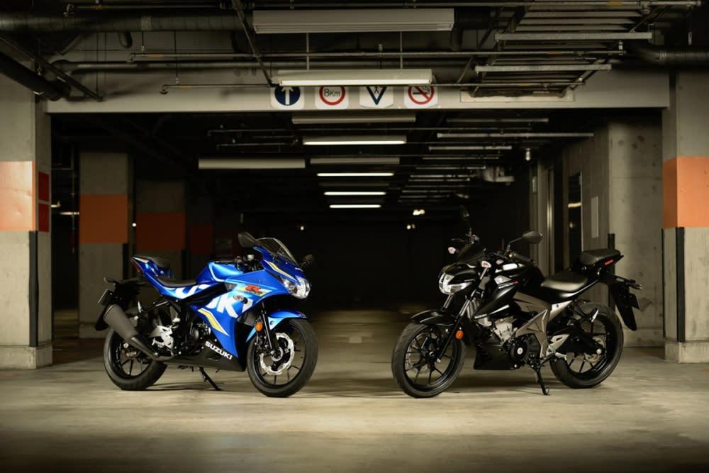 2017 SUZUKI GSX-R150(左)S150(右)。