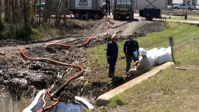 Ark. homes evacuated after oil pipeline spill