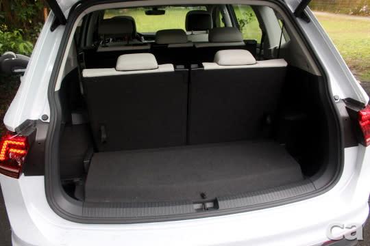 滿載7人時仍有230L的行李空間,實用性不俗。