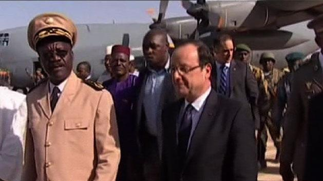 Hero's welcome for French President in Mali