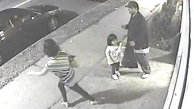 Mom ditches daughter during knife attack