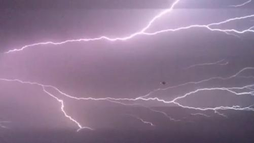Plane takes off into lightning storm in Las Vegas