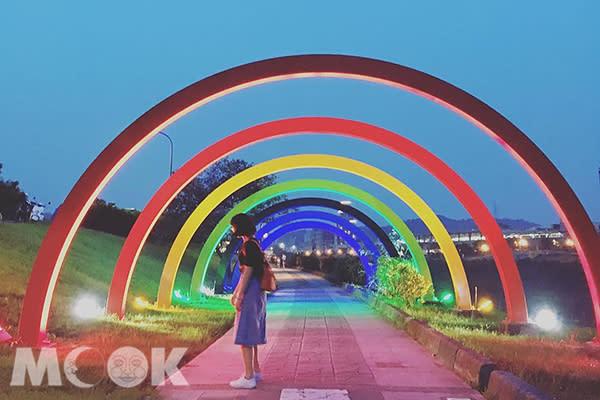 汐止星光橋彩虹造景 (圖片提供/hsushen26)