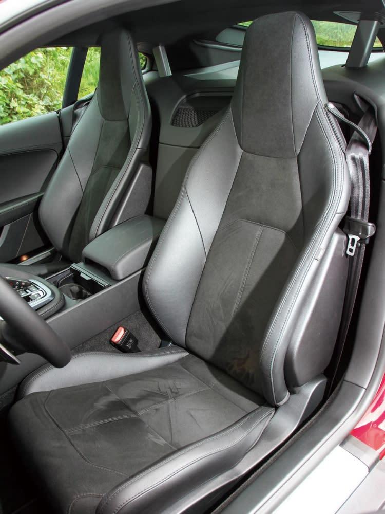 輕量化鋁鎂合金材質的設定,讓每張座椅減輕4.23公斤之譜。