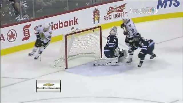 Jonathan Toews flips one past Ondrej Pavelec
