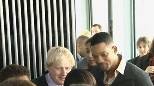 Will Smith in visita a una scuola di Londra