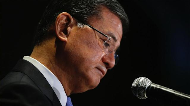 Shinseki, Carney Resign from White House, and More