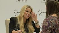 Raw Video of Jessica Simpson`s baby lawsuit causing appearance at Dillards
