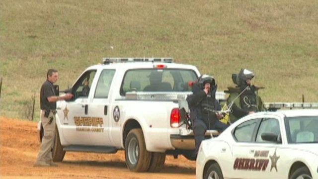 Negotiators try to reason with Alabama standoff suspect