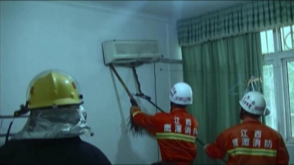 Snake pulled from aircon unit in China bedroom