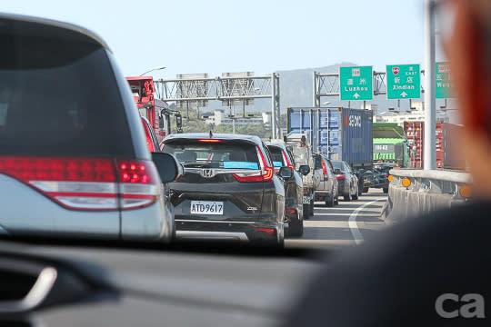 面對臺灣擁擠且瞬息萬變的交通環境,高科技安全系統的角色仍只是輔助,正確的駕駛觀念與相互尊重的精神,才是維護行車安全的不二法門。