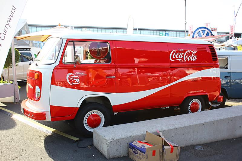 可口可樂塗裝的VW T2,實在很難讓人忽視它的存在。