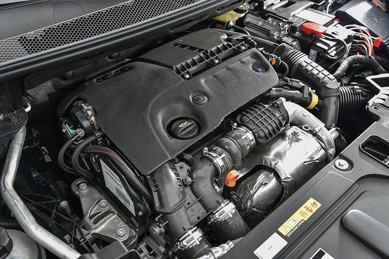 5008 1.6L BlueHDi雖僅具備120hp馬力,但30.59kg-m的峰值扭力絕對帶給你難以想像的加速快感。