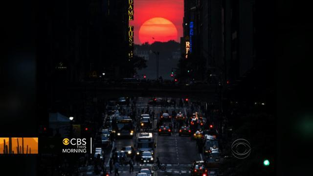 New Yorkers celebrate Manhattanhenge occurrence