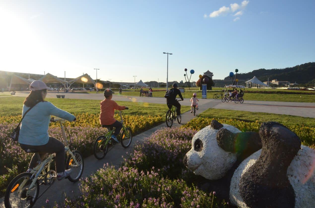 騎著腳踏車,感受專屬於自己的自在。(圖片來源/水利工程處)