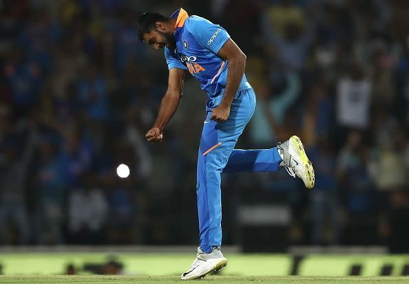 Can Vijay Shankar provide a quota of 7-8 overs if demanded?