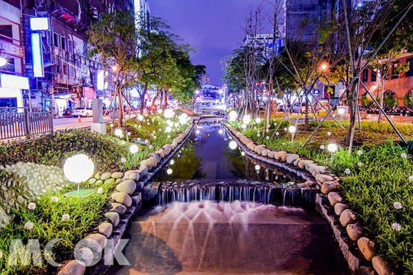 綠川水岸廊道點燈夜景 (圖片提供/denden_diary)