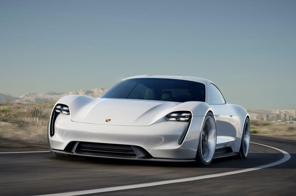Porsche Taycan擁有驚人的600馬力,從0加速到96公里/小時只需要3.5秒(圖片來源:https://announxer.com/porsche-taycan-is-new-name-for-mission-e/)