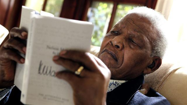 Mandela returns home after night at hospital