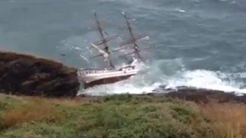 Tall ship hits rocks off Irish coast