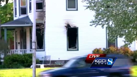 1 dead in overnight house fire