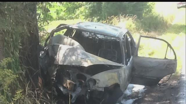 Couple saves Johnson County teens from burning car