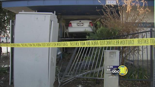 Tow truck smashes into an East Central Fresno doctor's office