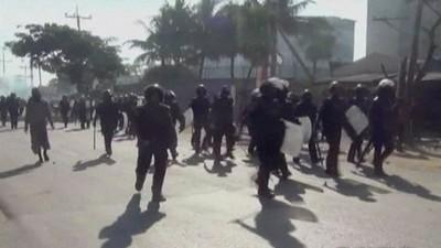 Violent clashes break out in Bangladesh