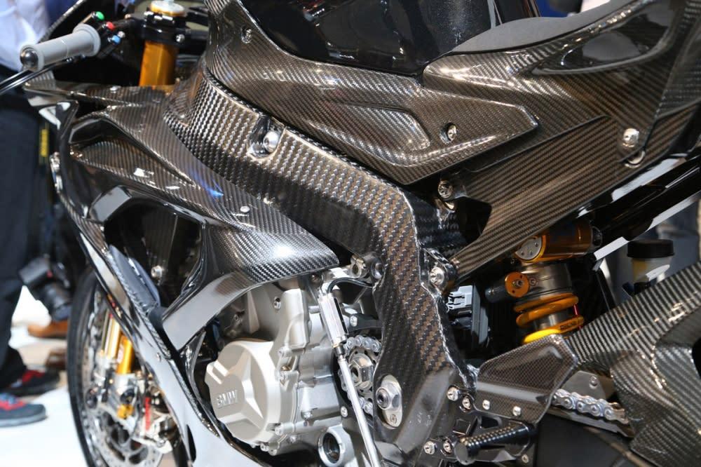 車架與車殼皆由碳纖維打造。